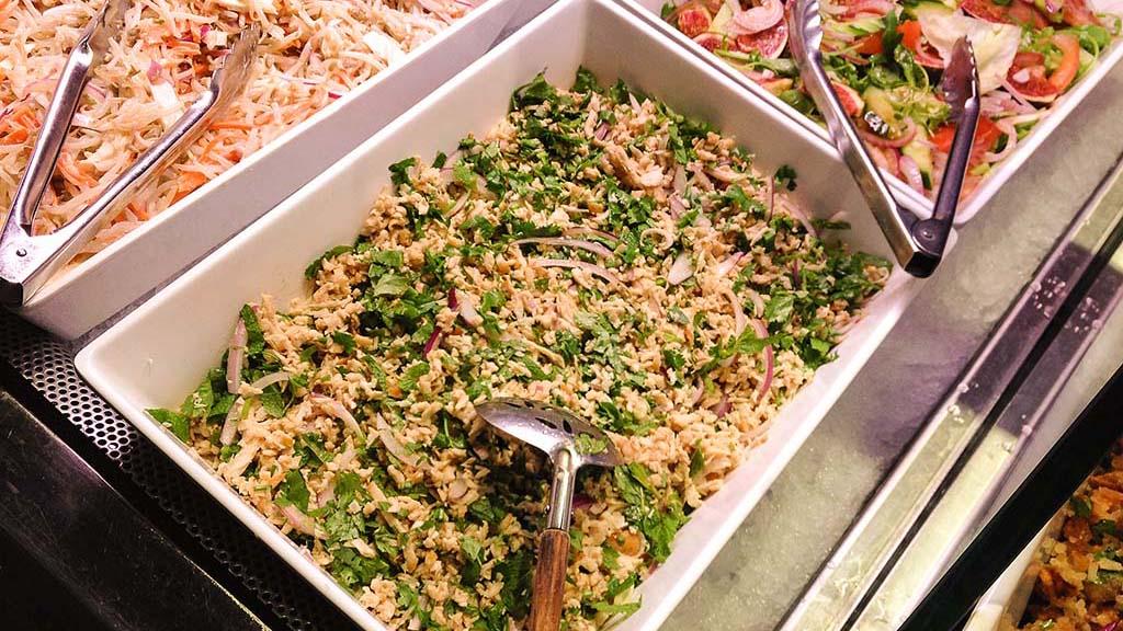 buffet-d-entrees-restaurant-mangofusion-lap-poulet-1024